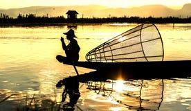 Ψαράδες Inle στο ηλιοβασίλεμα, το Μιανμάρ Στοκ φωτογραφία με δικαίωμα ελεύθερης χρήσης