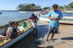 Ψαράς αστακών στην παραλία του Los Cobanos Στοκ φωτογραφία με δικαίωμα ελεύθερης χρήσης