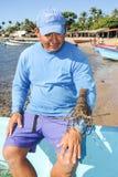 Ψαράς αστακών στην παραλία του Los Cobanos Στοκ Εικόνες
