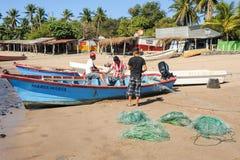 Ψαράς αστακών στην παραλία του Los Cobanos Στοκ εικόνα με δικαίωμα ελεύθερης χρήσης