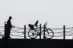 Ψαράς και γάτα Στοκ Φωτογραφίες