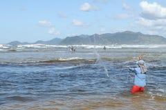 Ψαράς με Tarrafa στοκ εικόνες