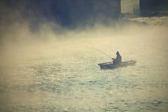 Ψαράς στην ομίχλη Στοκ Εικόνες