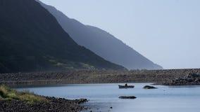 Ψαράς στη λίμνη στο Σάο Jorge, Αζόρες Στοκ φωτογραφία με δικαίωμα ελεύθερης χρήσης