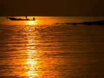 Ψαράς στη χρυσή θάλασσα Στοκ Εικόνα