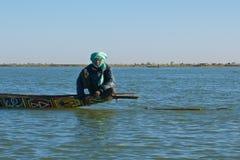 Ψαράς στον ποταμό του Νίγηρα στοκ φωτογραφία