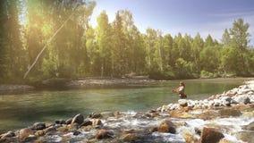Ψαράς στο φως ήλιων απόθεμα βίντεο