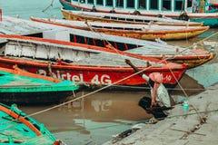Ψαράς στο Varanasi στοκ εικόνες