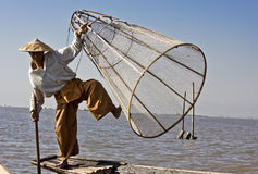 Ψαράς/Equilibrist στη λίμνη Inle Στοκ Εικόνα
