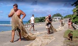 Ψαράδες με τα δίχτυα Baracoa Κούβα Στοκ Φωτογραφίες