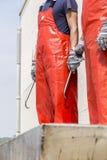 Ψαράδες που περιμένουν την άφιξη του σκάφους που φορτώνεται με Atlant Στοκ Εικόνες