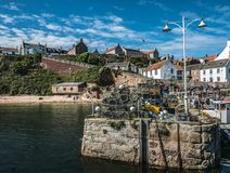 Ψαροκόφινα αστακών στην αποβάθρα, λιμάνι Crail, Aberdeenshire, Σκωτία στοκ εικόνα με δικαίωμα ελεύθερης χρήσης