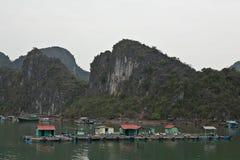 Ψαροχώρι σε Halong Bau Στοκ Φωτογραφίες