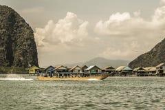 Ψαροχώρι στον κόλπο Phang Nga Ταϊλάνδη στοκ εικόνες