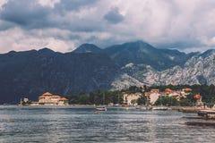Ψαροχώρι στον κόλπο Kotorska στο Μαυροβούνιο Στοκ Εικόνα