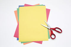 Ψαλίδι και σωρός Α του εγγράφου χρώματος Στοκ Εικόνες