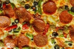 ψαλιδίζοντας απομονωμένη εικόνα pepperoni μονοπατιών πίτσα Στοκ Εικόνες