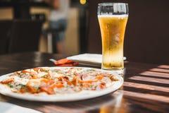 ψαλιδίζοντας απομονωμένη εικόνα pepperoni μονοπατιών πίτσα Στοκ εικόνες με δικαίωμα ελεύθερης χρήσης
