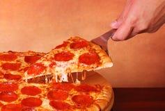 ψαλιδίζοντας απομονωμένη εικόνα pepperoni μονοπατιών πίτσα Στοκ εικόνα με δικαίωμα ελεύθερης χρήσης