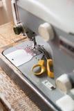 ψαλιδίζοντας απομονωμένος ράβοντας τρύγος μονοπατιών μηχανών Στοκ εικόνες με δικαίωμα ελεύθερης χρήσης
