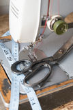 ψαλιδίζοντας απομονωμένος ράβοντας τρύγος μονοπατιών μηχανών Στοκ Φωτογραφία