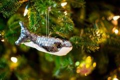 ψαλιδίζοντας τα ελάφια διακοσμήσεων που απομονώνονται κόκκινα Χριστούγεννα μονοπατιών Στοκ Εικόνα