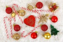 ψαλιδίζοντας τα ελάφια διακοσμήσεων που απομονώνονται κόκκινα Χριστούγεννα μονοπατιών Στοκ φωτογραφία με δικαίωμα ελεύθερης χρήσης