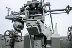 ψαλιδίζοντας το πυροβόλο όπλο ΙΙ απομονωμένος ναυτικός πολεμικός άσπρος κόσμος μονοπατιών Στοκ Εικόνα