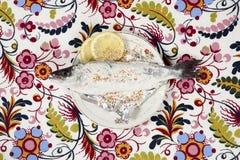 Ψεκάζει το πιάτο λουλουδιών ψαριών meuniere floral Στοκ Εικόνα
