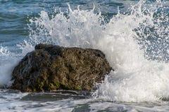 Ψεκασμός από τα κύματα Στοκ φωτογραφία με δικαίωμα ελεύθερης χρήσης