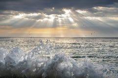 Ψεκασμός θάλασσας Παφλασμοί του θαλάσσιου νερού Τοπίο στοκ εικόνες