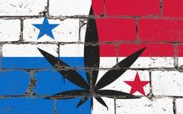 Ψεκασμός τέχνης οδών γκράφιτι που επισύρει την προσοχή στο διάτρητο Φύλλο καννάβεων στο τουβλότοιχο με τη σημαία Παναμάς στοκ φωτογραφία με δικαίωμα ελεύθερης χρήσης
