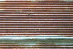 Ψευδάργυρου τοίχων σύστασης σχεδίων υποβάθρου σκουριασμένη ζαρωμένη φύση αποσύνθεσης μετάλλων παλαιά Στοκ Φωτογραφία