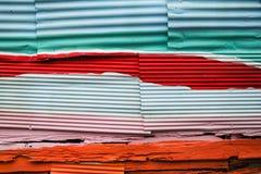 Ψευδάργυρος και ξύλινος τοίχος για το υπόβαθρο Στοκ Εικόνες
