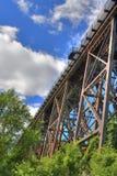 Ψηλή γέφυρα σιδηροδρόμων Στοκ εικόνα με δικαίωμα ελεύθερης χρήσης