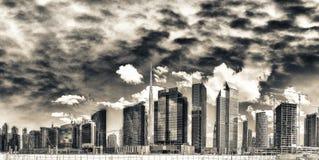 Ψηλοί ουρανοξύστες του στο κέντρο της πόλης Ντουμπάι, Ε.Α.Ε. Στοκ εικόνες με δικαίωμα ελεύθερης χρήσης