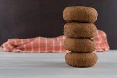 Ψηλός σωρός του μηλίτη Donuts της Apple Στοκ εικόνες με δικαίωμα ελεύθερης χρήσης