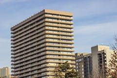 Ψηλό κτήριο συγκυριαρχιών στο κλίμα μπλε ουρανού στοκ εικόνες με δικαίωμα ελεύθερης χρήσης