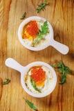 Ψημένα αυγά με το κόκκινο χαβιάρι Στοκ Φωτογραφίες