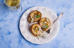 Ψημένα αχλάδια με τα καρύδια Στοκ Εικόνες
