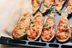 Ψημένα γεμισμένα κολοκύθια με το κρέας σε ένα τηγάνι Στοκ Φωτογραφίες