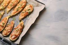 Ψημένα γεμισμένα κολοκύθια με το κρέας σε ένα τηγάνι Στοκ εικόνα με δικαίωμα ελεύθερης χρήσης