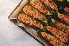 Ψημένα γεμισμένα κολοκύθια με το κρέας σε ένα τηγάνι Στοκ Φωτογραφία
