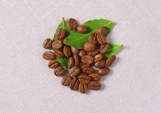 Ψημένα μέσο Arabica φασόλια καφέ Στοκ Φωτογραφίες