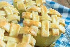 Ψημένα μήλα με το cinnamone, το μέλι και τη βανίλια Στοκ Φωτογραφία