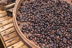 Ψημένα οργανικά arabica φασόλια καφέ Τροπικό εξωτικό νησί του Μπαλί, Ινδονησία Αυθεντικός καφές του Μπαλί σε έναν καφέ Στοκ εικόνα με δικαίωμα ελεύθερης χρήσης