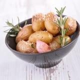 Ψημένα πατάτα και χορτάρια Στοκ Φωτογραφία