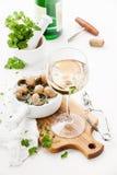 Ψημένα σαλιγκάρια και κρασί Στοκ φωτογραφία με δικαίωμα ελεύθερης χρήσης
