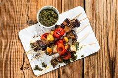 Ψημένα στη σχάρα λαχανικά και βόειο κρέας shishkabobs Στοκ φωτογραφίες με δικαίωμα ελεύθερης χρήσης