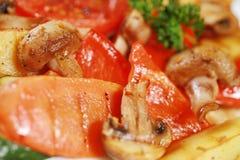 Ψημένα στη σχάρα λαχανικά και μανιτάρια στοκ εικόνα